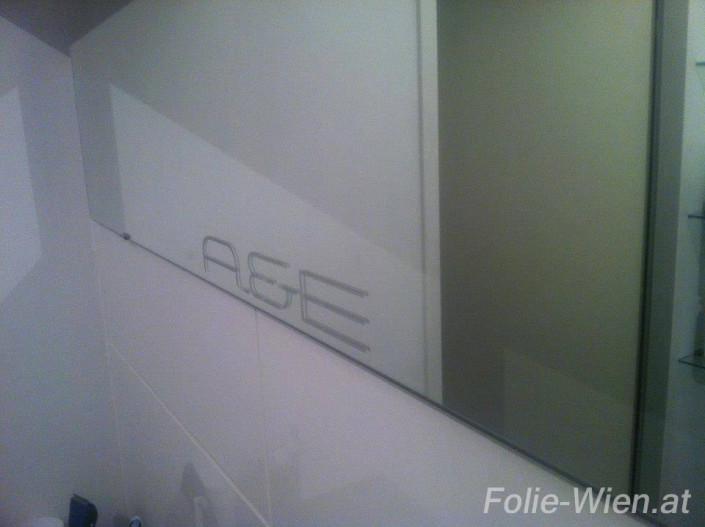 milchglasfolie-logo-beklebung-fenster-tueren-schilder